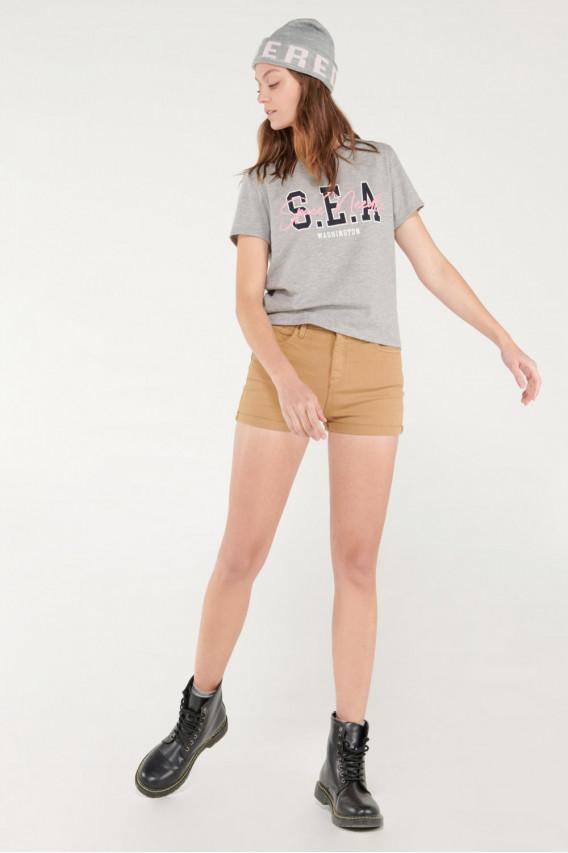 Camiseta manga corta con estampado college