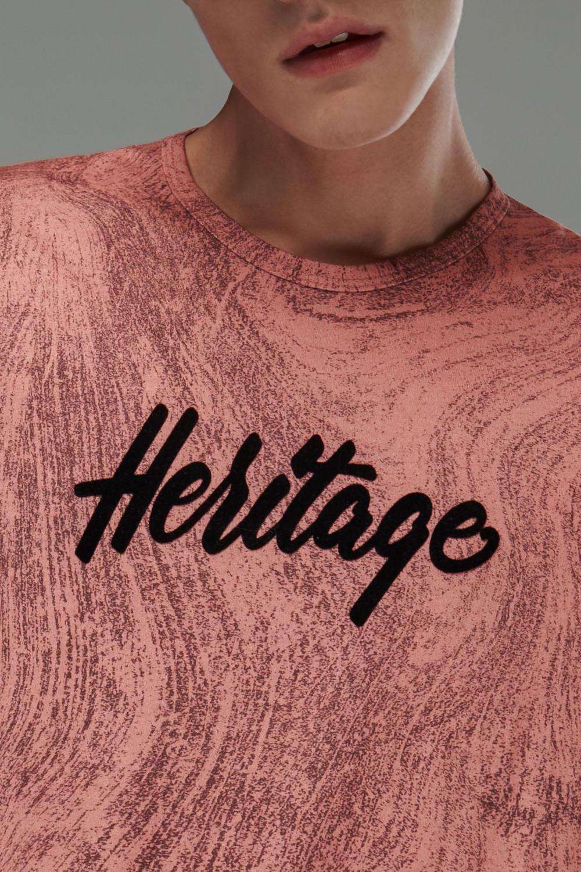 Camiseta manga corta cuello redondo, estampado localizado