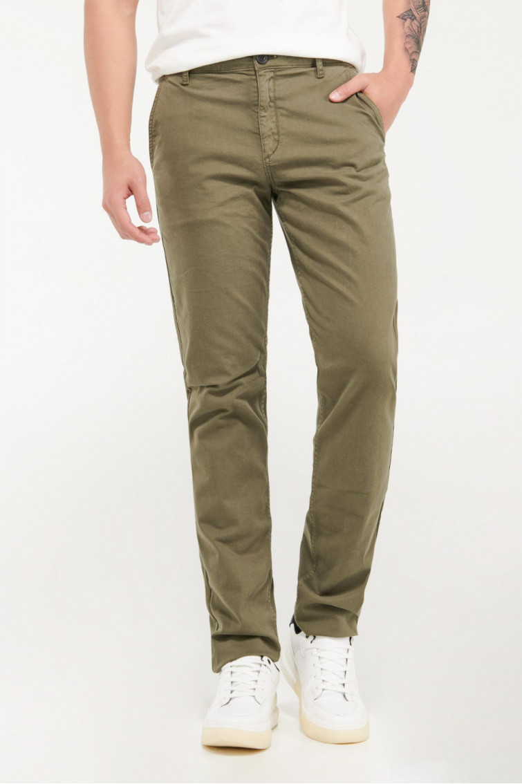 Pantalón unicolor tipo chino slim