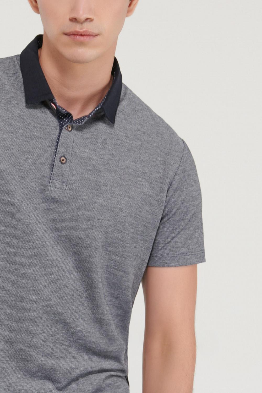 Camiseta Polo manga corta unicolor, con banda cuello