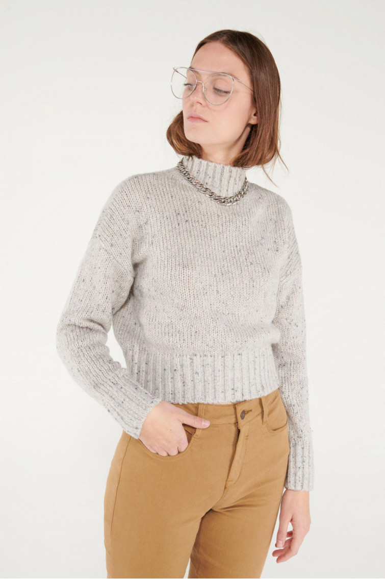 Suéter cuello alto tejido especial