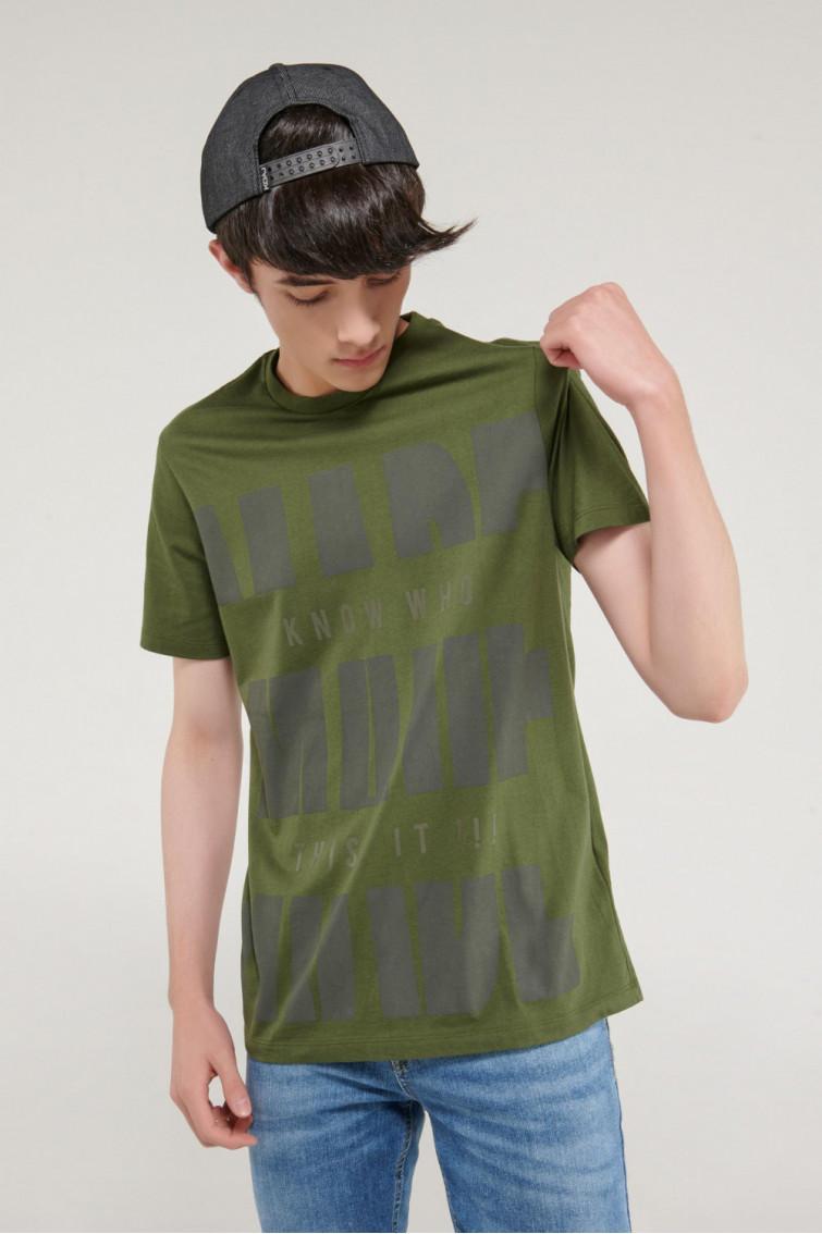 Camiseta manga corta estampado grande en frente.