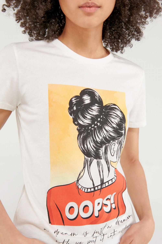 Camiseta básica, cuello redondo, estampada.