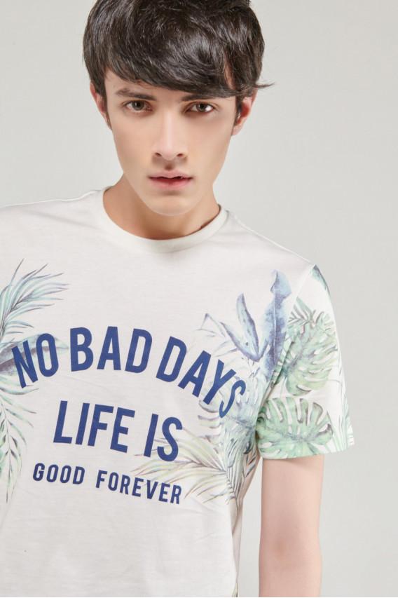 Camiseta manga corta moda con estampado en frente y mangas.