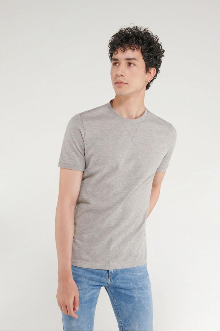 Camiseta unicolor manga corta.