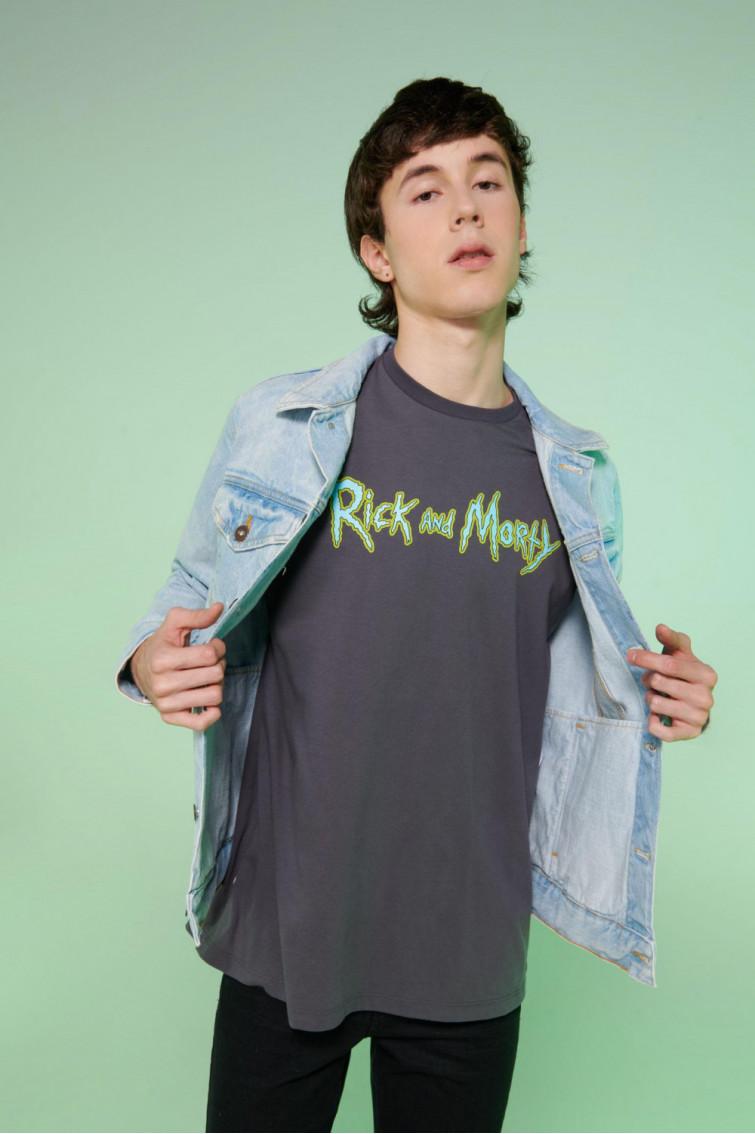 Camiseta manga corta estampado Rick & Morty.
