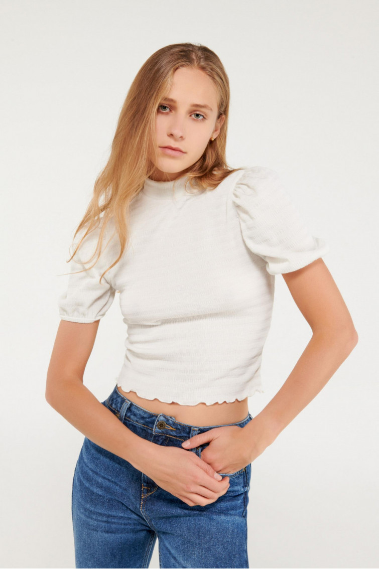 Camiseta chic manga corta con tela importada, cuello tortuga.