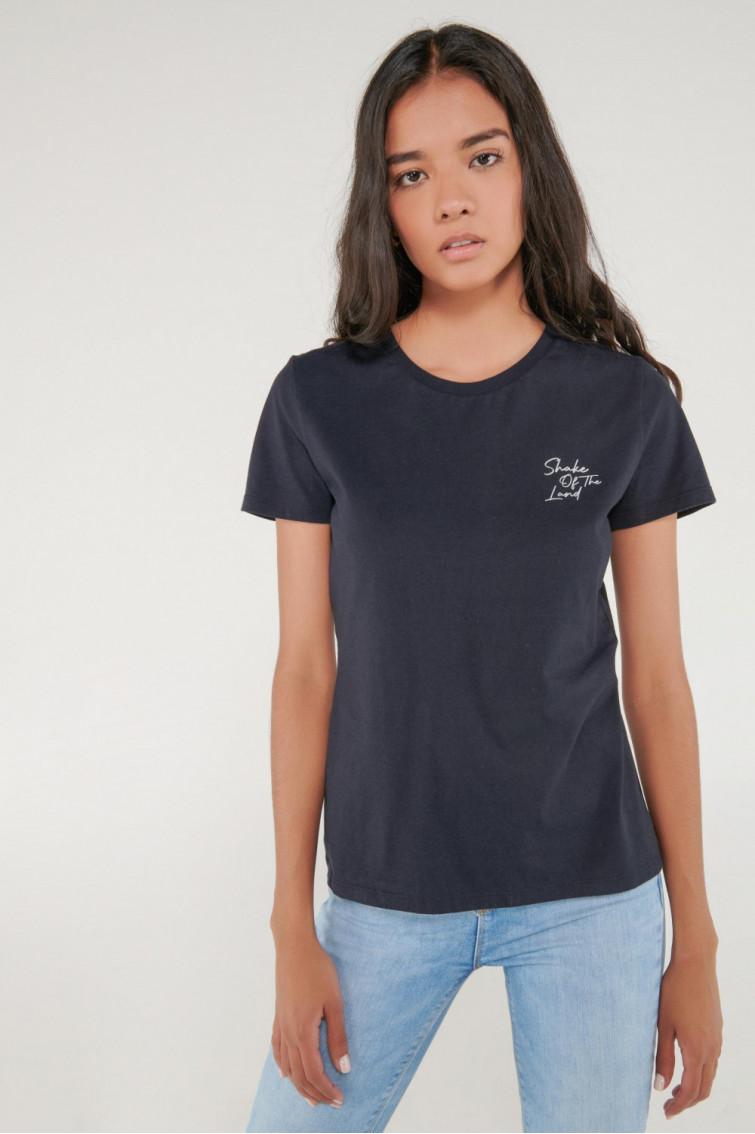 Camiseta cuello redondo, manga corta con estampado loungewear.