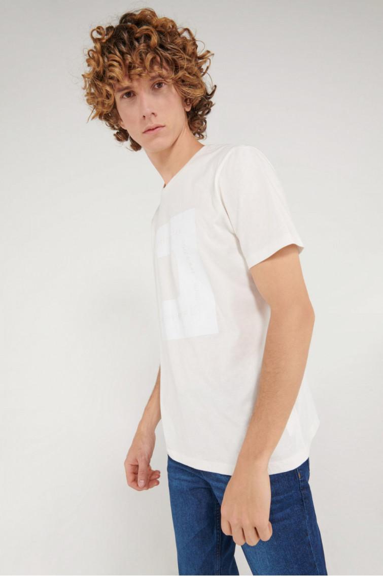 Camiseta manga corta cuello redondo con estampado localizado