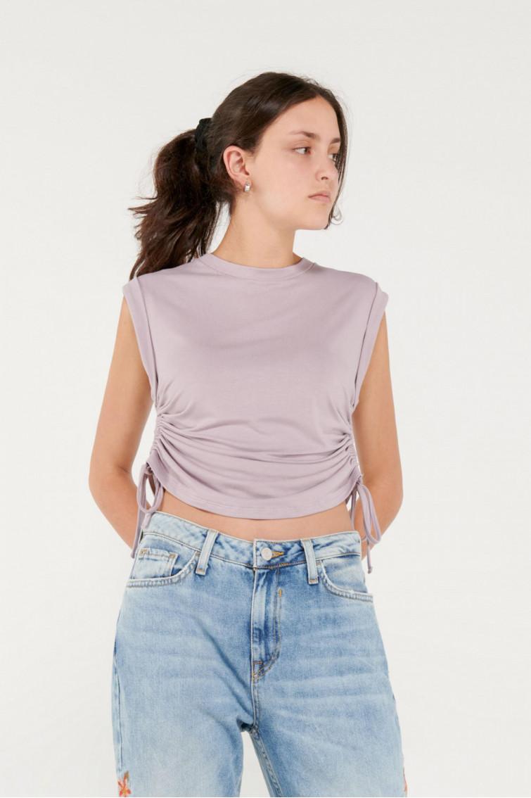 Camiseta sin mangas con recogido en costados.