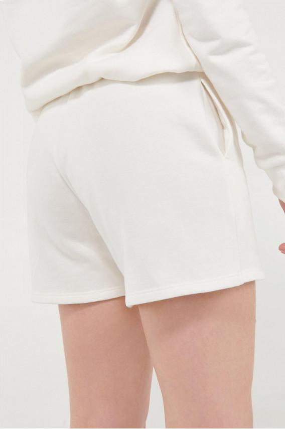 Short con bolsillos y estampado