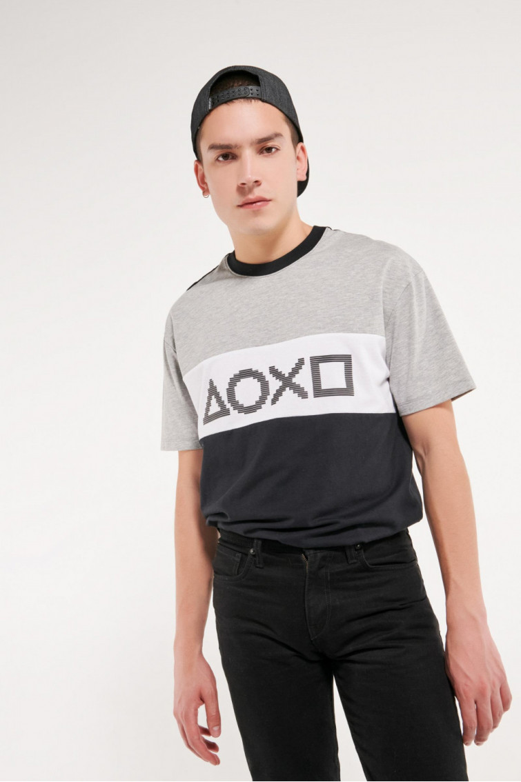 Camiseta manga corta estampado de PlayStation.