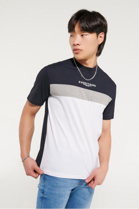 Camiseta manga corta, bloques color, estampada.