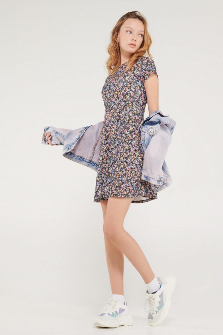 Vestido floral en tejido especial.