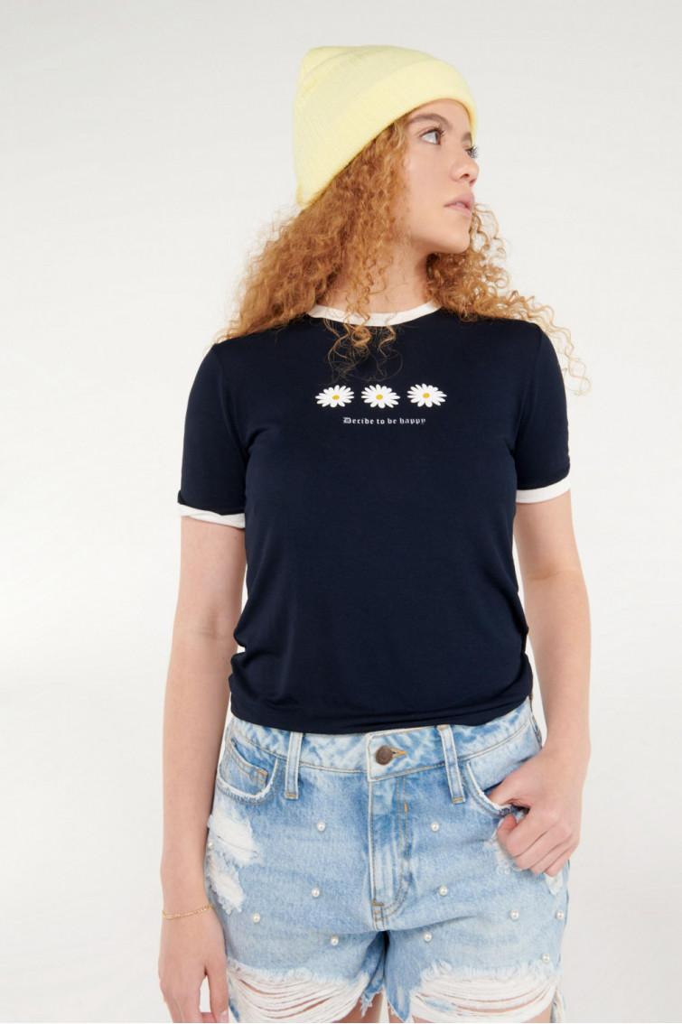 Camiseta cuello redondo, manga corta con puño en contraste, con estampado