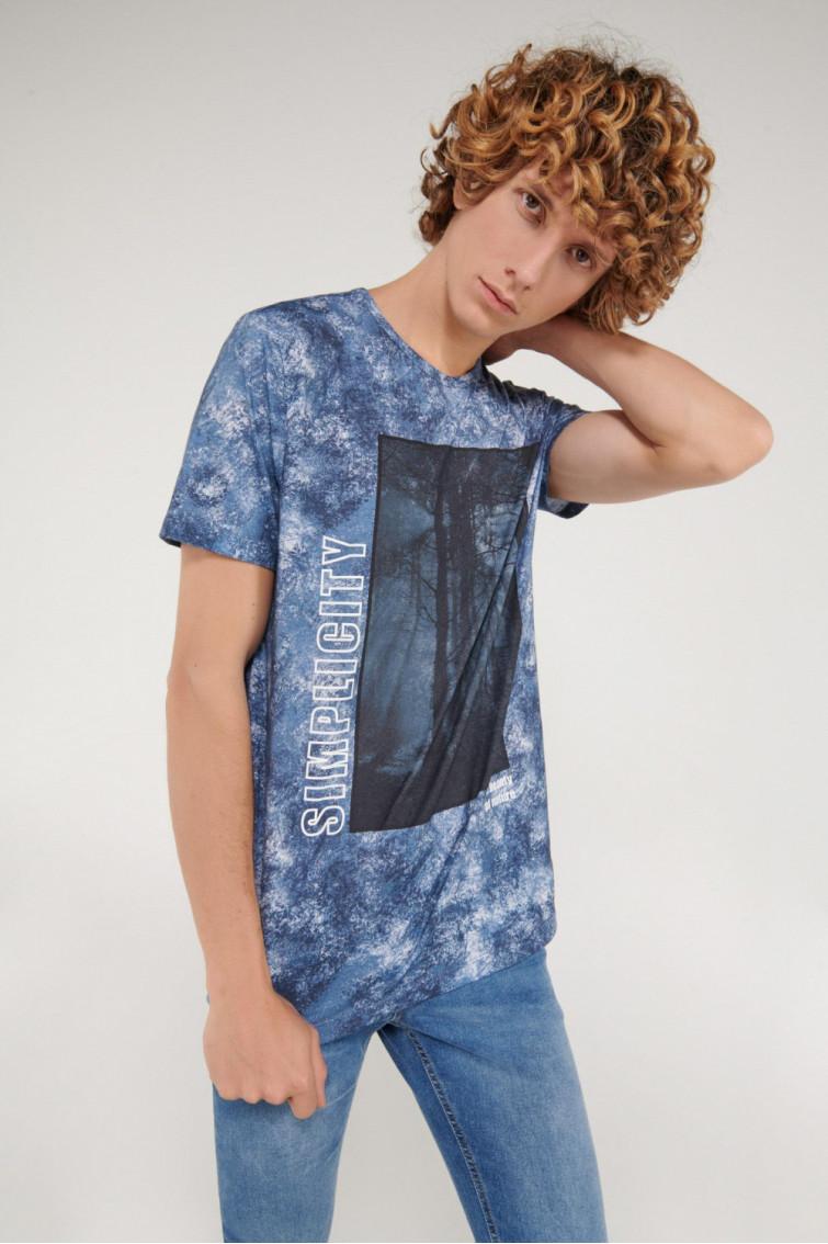 Camiseta manga corta estampada en frente.