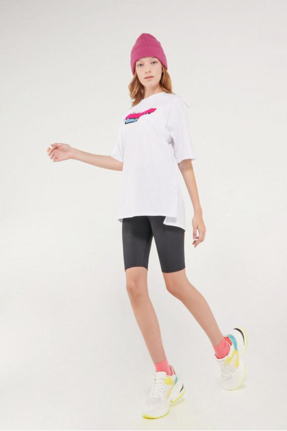 Camiseta manga corta, con estampado en frente y espalda.