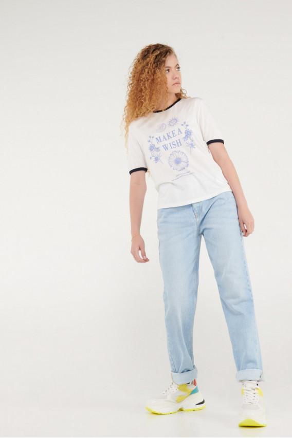 Camiseta con estampado puños en contraste