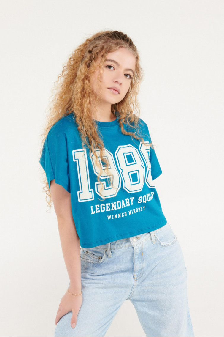 Camiseta manga corta con estampado en flock en frente.