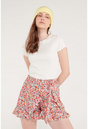 Short falda con boleros y cinturón.