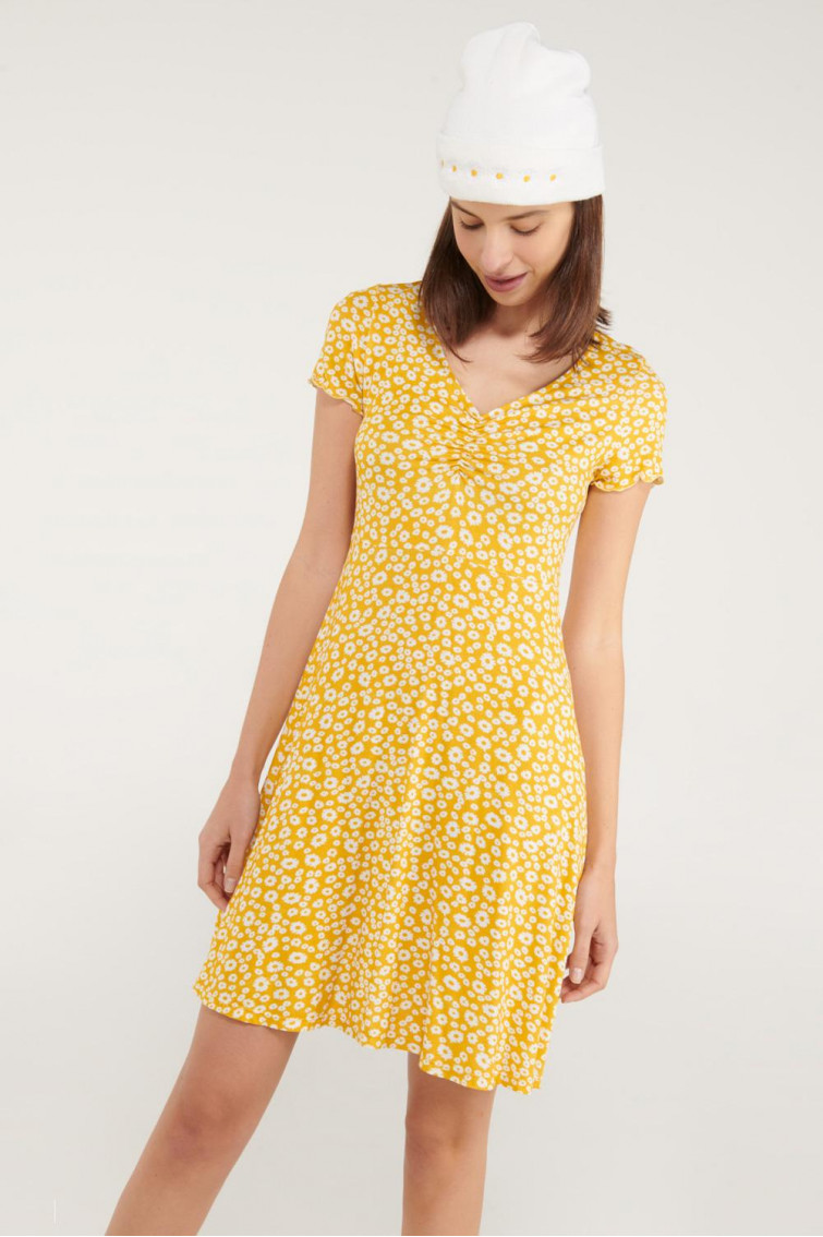 Vestido corto, floral manga corta.
