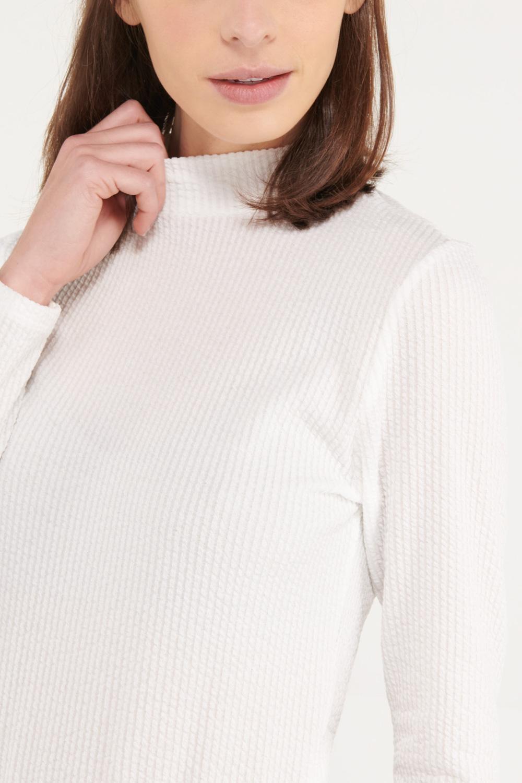 Camiseta chic manga larga con tela importada.