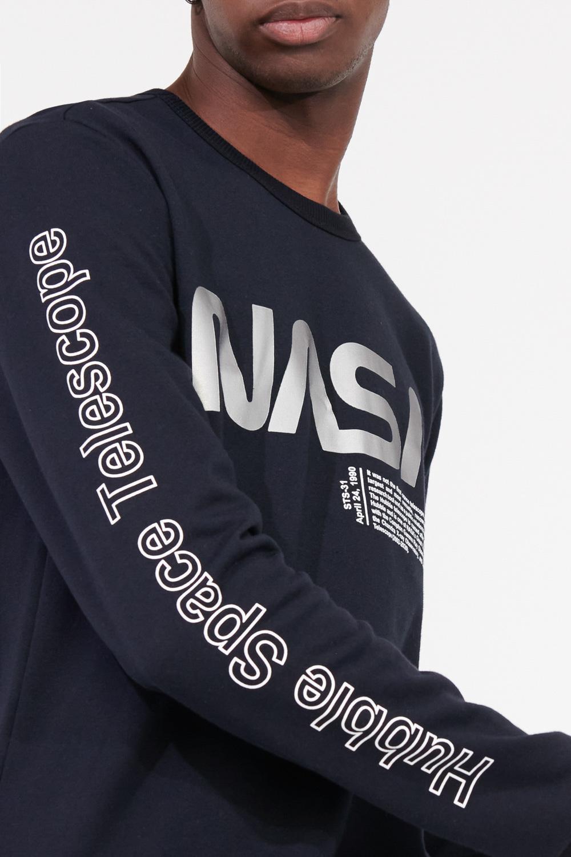 Buzo cuello redondo de NASA.