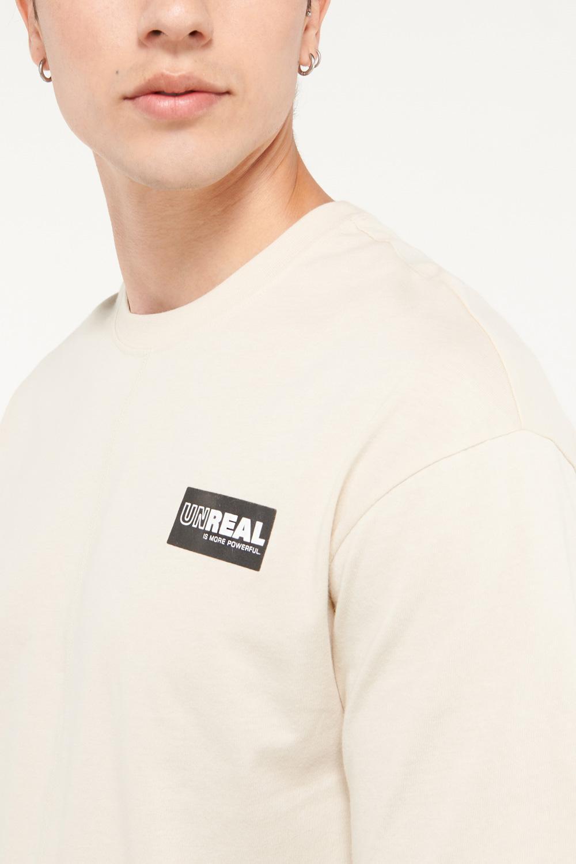 Camiseta manga corta con estampado frente izquierdo
