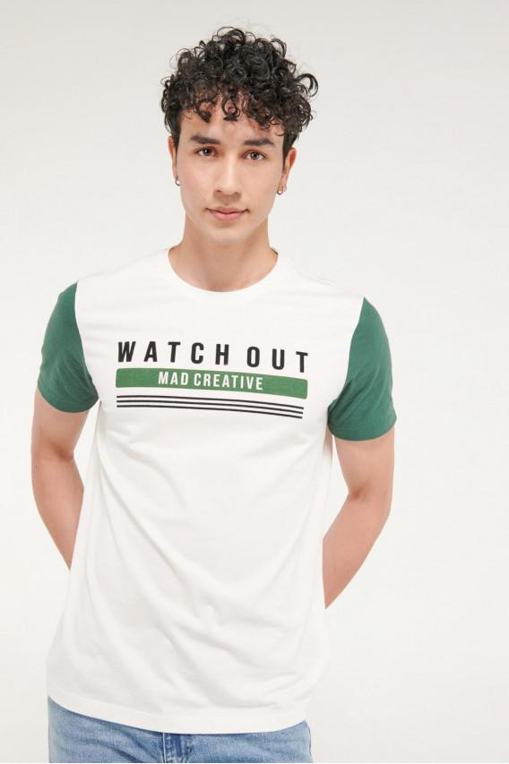 Camiseta básica manga corta con estampado.
