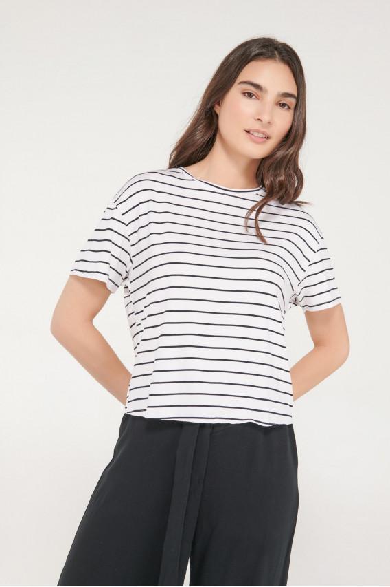 Camiseta básica, manga corta.