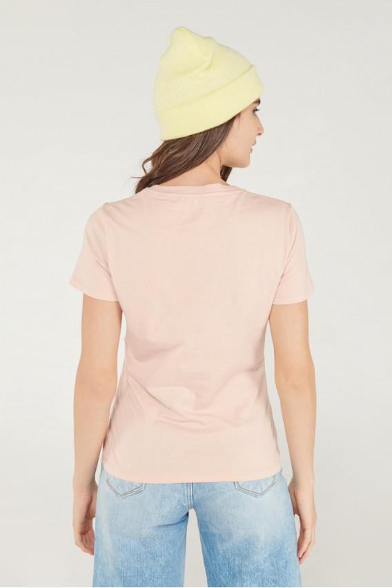 Camiseta cuello redondo, manga corta con estampado.
