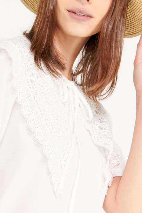 Blusa cuello Bordado
