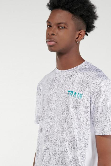 Camiseta Fit manga corta, con estampado.
