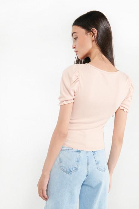 Camiseta con recogido en cuello y mangas
