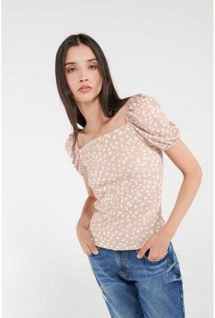 Camiseta manga corta con estampado de pepas.