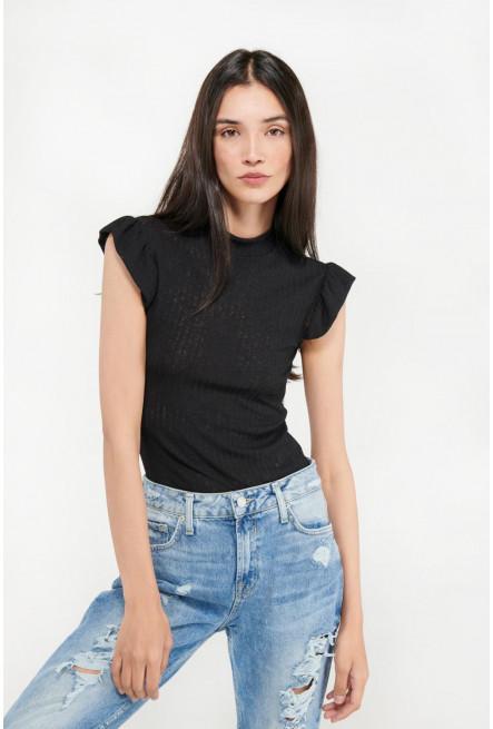 Camiseta chic manga sisa con tela importada.