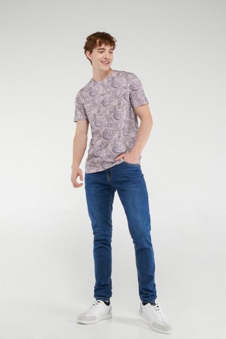 Camiseta manga corta con estampado.