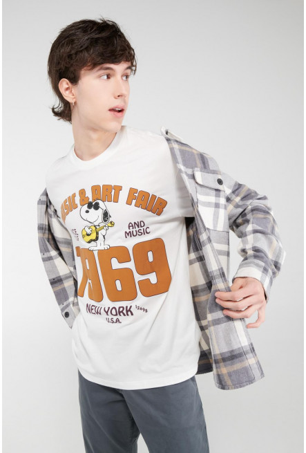 Camiseta manga corta, estampado de Snoopy.