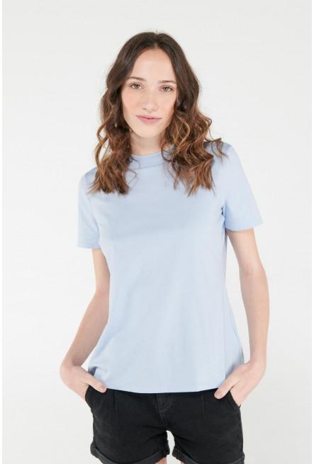 Camiseta manga corta unicolor.