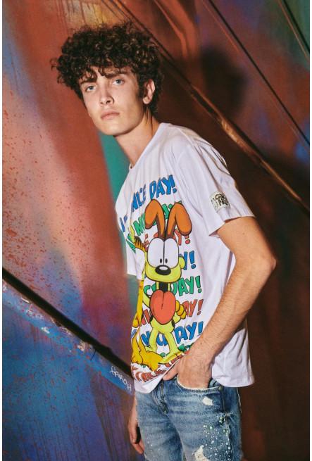 Camiseta manga corta, estampada de Garfield.