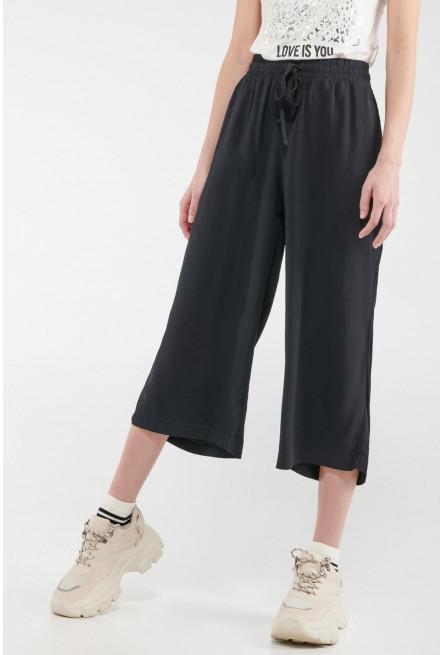 Pantalón culotte con cordón.
