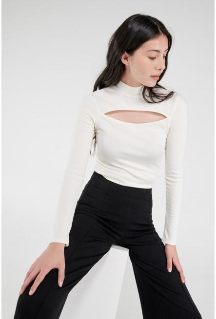 Camiseta manga larga, unicolor con escote en pecho.