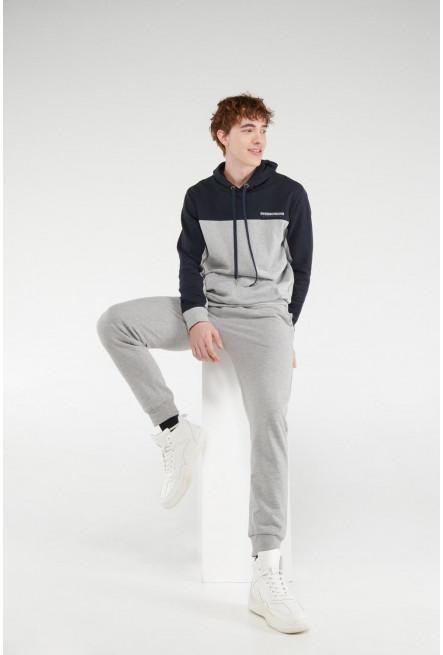 Pantalon jogger con pretina y puños en rib, con estampado localizado