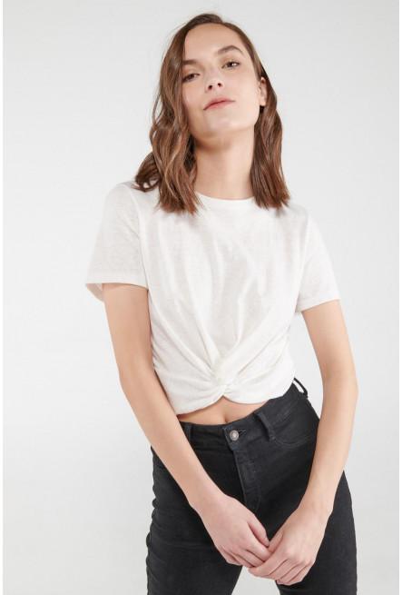 Camiseta manga corta, unicolor con nudo en frente.