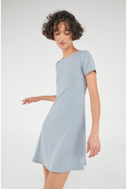 Vestido corto manga corta en tela unicolor.