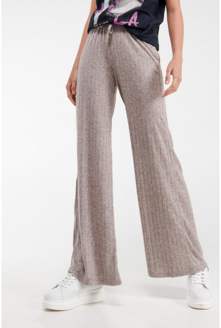 Pantalón , bota ancha y recta, unicolor.