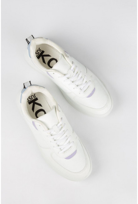Zapato unicolor con detalle de color en posterior