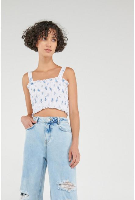 Camiseta top de tiras con tela floral.